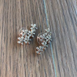 Flower Partial Ear Crawler Earrings